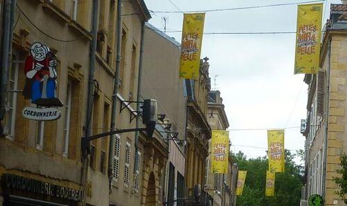 La mairie aime les fanions en PVC