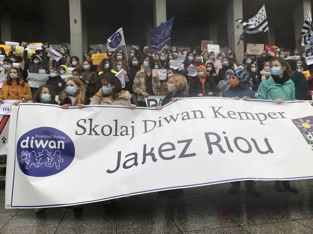Lors de la manifestation du 20février, à Brest, près de 1500personnes défendaient l'enseignement du breton