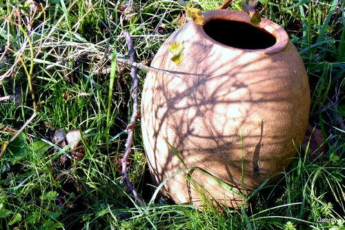 Pots décoratifs dans le jardin ...