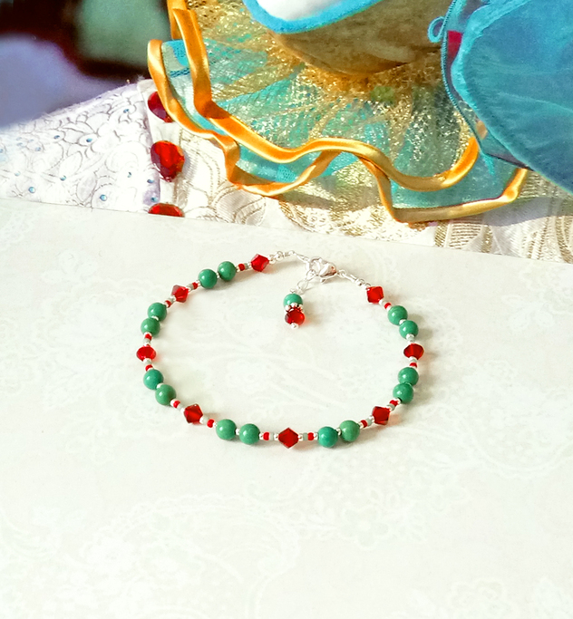 Bracelet pierre de turquoise verte et cristal de Swarovski rouge 4mm / Plaqué argent