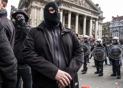 """Les hooligans """"fous"""" de la Bourse en photos et commentaire du photographe"""