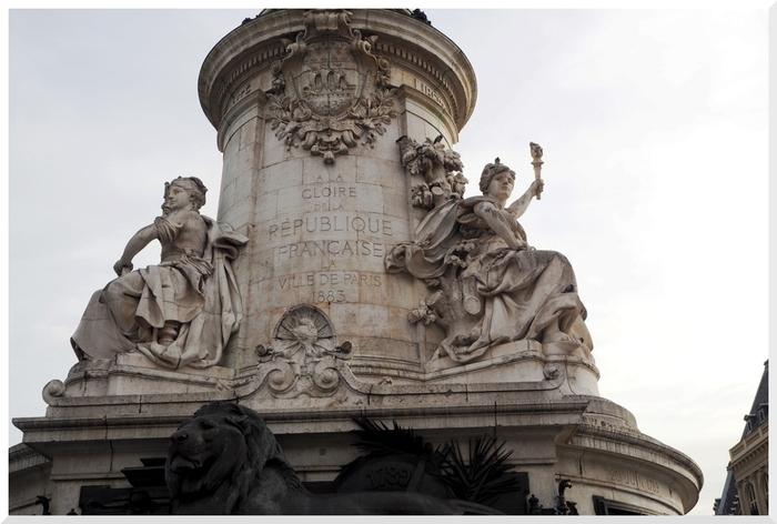 Statues place de la République