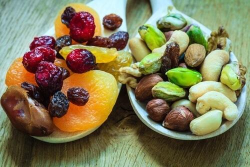 Fruit-seche-pour-les-os-500x334
