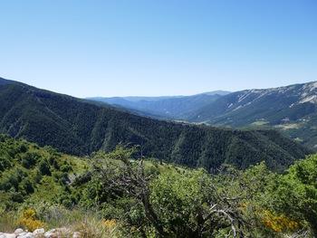 La vallée de la Vaïre, vers l'aval
