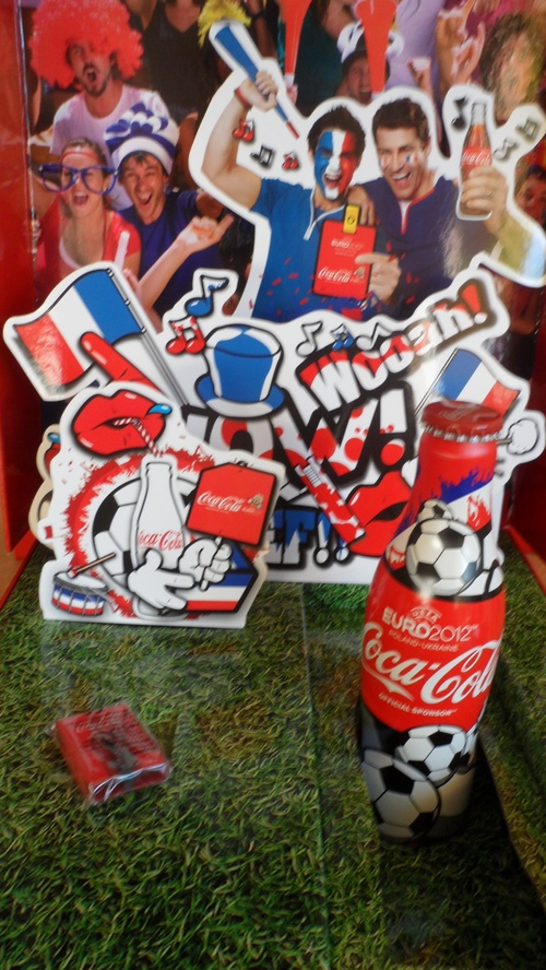 Int&eacute;rieur coffret Coca Cola Euro 2012