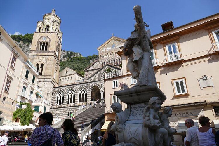 La côte Amalfitaine, Amalfie avec sa cathédrale St-Andrew.(croisière dans la Méditerranée) (9)