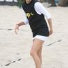 Eva Longoria joue au beach volley.