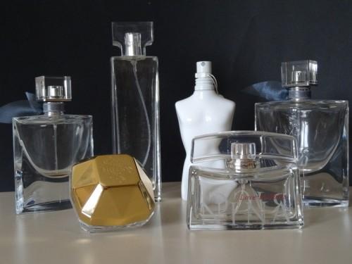 bouteilles de parfum de marque vide