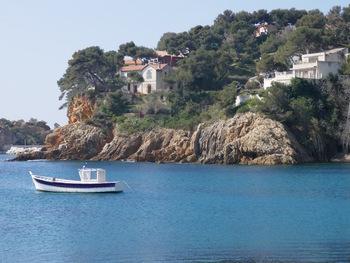 Belles villas au bord du port