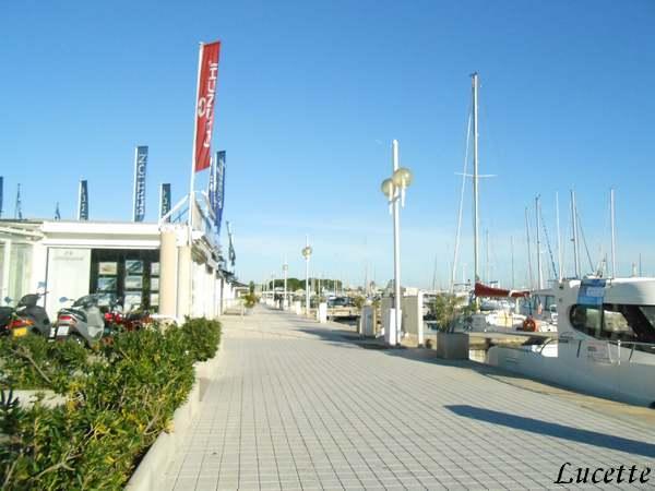 Promenade au bord de la mer à Golfe Juan le 21 Décembre 2014