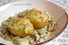 Pommes de terre aux lardons et reblochon, champignons à la crème