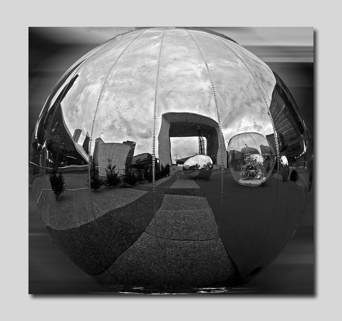 La Défense L'Arche a les boules