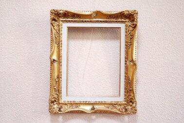 Les images et photos accrochées sur vos murs sont à retirer ... *