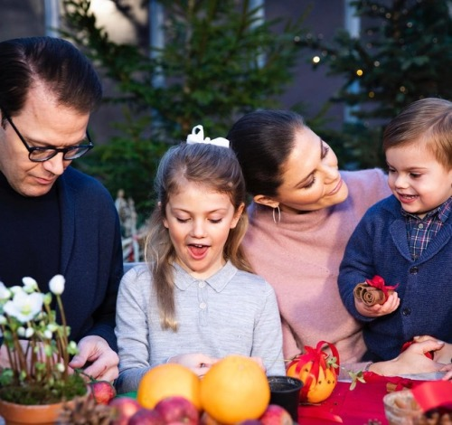 Famille princière haéritière de Suède prépare Noël