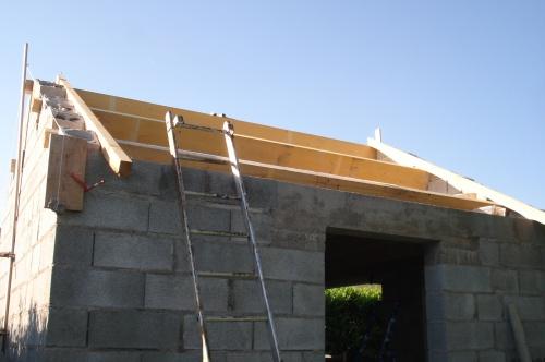 La charpente de mon abri de jardin construction d 39 un for Comment assurer un garage seul