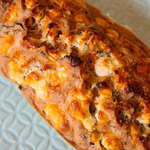 Cake à la truite fumée, carotte & chèvre frai