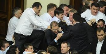 Épuration anticommuniste en Ukraine : le nouveau pouvoir liquide l'opposition
