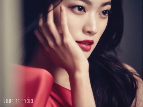 Chun Woo Hee pour Laura Mercier