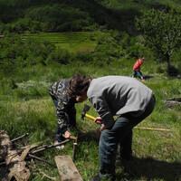Aimé Arthur forment les limites d'un jardin en lasagne