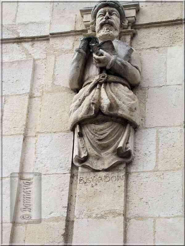 La Rochelle rue Nicolas Venette statue de Gordon