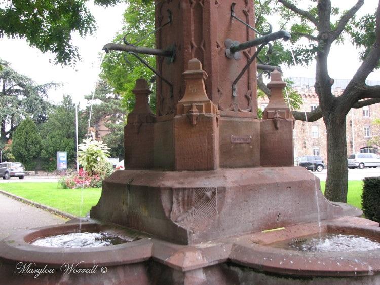Jeux d'eau colmariens : Place Saint-Joseph