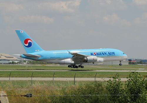 Atterrissage Airbus A 380 Koréan  de retour de Hambourg,F WWAB, MSN 128 à Toulouse le 08 07 2013