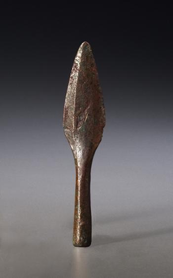 Pointe de lance ou couteau, Archaïque supérieur, lac Supérieur, il y a de 3 000 à 4 000 ans Cuivre autochtone Musée canadien de l'histoire, DiJa-1: 44