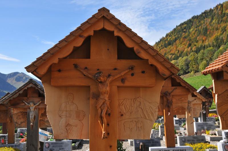 Le cimetière « en bois » de Jaun