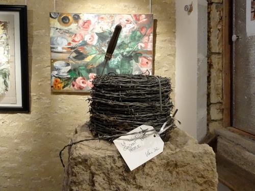 """Karin Neumann présente sa nouvelle exposition, intitulée """"l'artiste a du chien""""..."""