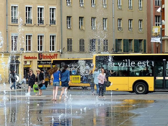 Filles place de la République de Metz 6 Marc de Metz 2012