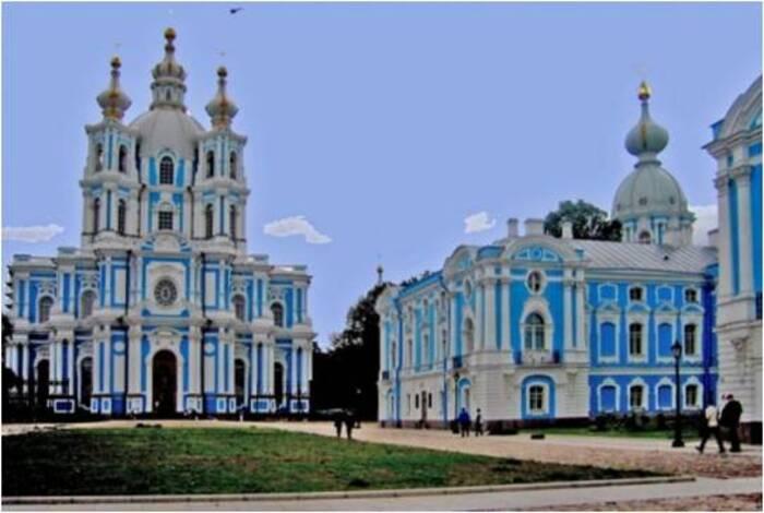 Monastère Lamayuru au Ladakh. Couvent Smolny de Saint Pétersbourg.(Monastères du monde)