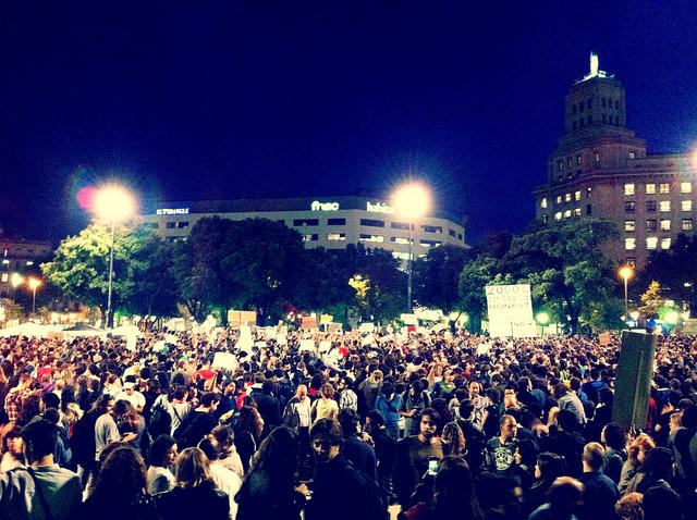 Colère des Espagnols contre leurs élus : « Pas de gouvernement, pas de salaire »