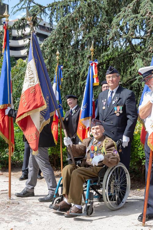 * Marcel Barbary Ancien de la 1ère DFL, porte-drapeau à Bordeaux mis à l'honneur -  nommé  Officier de la Légion d'honneur