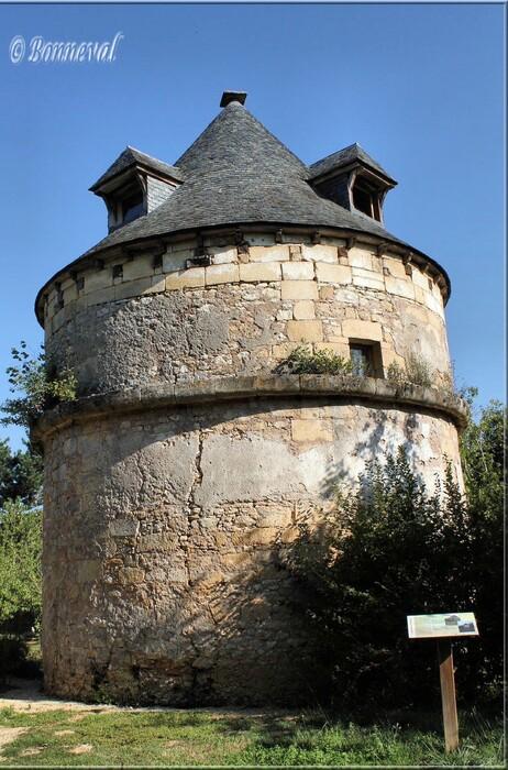 Colombier sur pied XVIIème siècle Château de Sauveboeuf Aubas Dordogne: