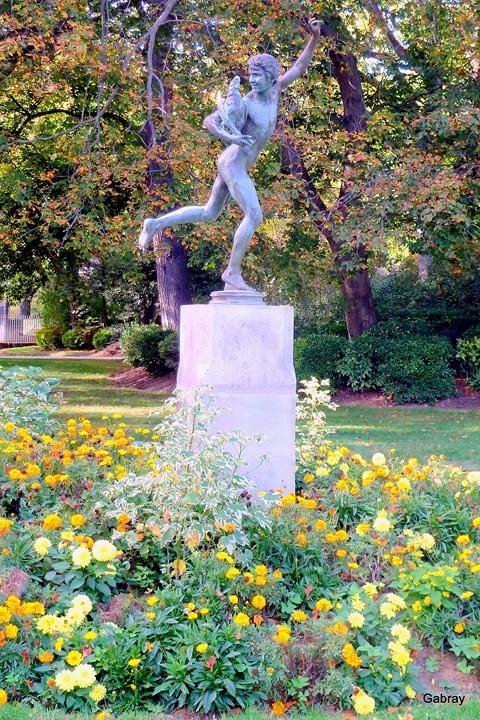 V09---Statue.JPG