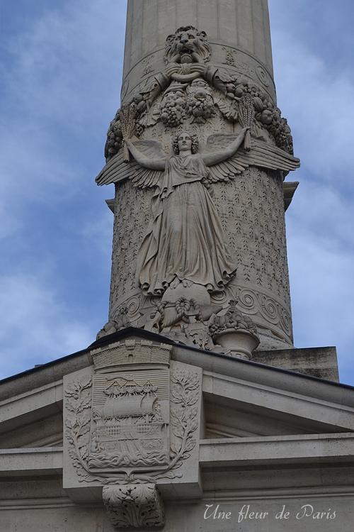Les colonnes de la barrière du Trône