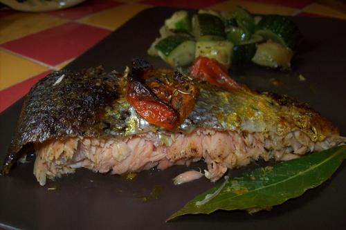 Saumon à la provençale et courgettes