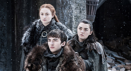 Les costumes des Stark réunis: superbes détails