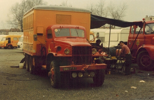 autres vehicules du cirque Pinder Jean Richard ( archives Raymond Marti)