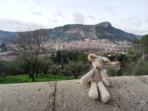 Corniçons et mouçoirs dans le Gard