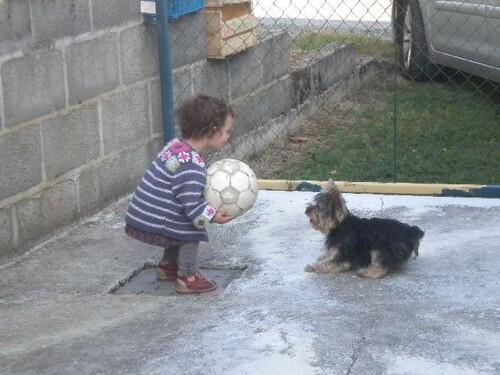 la petite fille avec eska