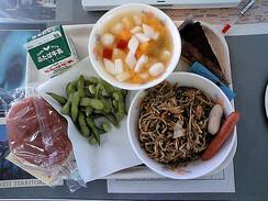 """Résultat de recherche d'images pour """"school lunch in Japan"""""""