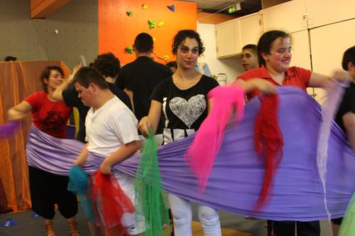 """Ateliers d'A.J.Tations artistiques """"Cirque adapté"""" 2011/2012 avec le groupe A.D.O.S 2 de l'I.M.E du Château d'Ô de Montpellier"""