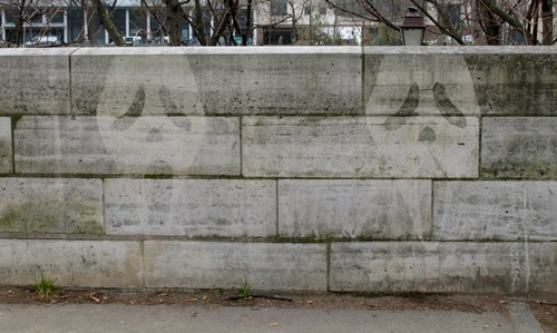 Les fantômes d'Halloween rodent sur les murs, street-art