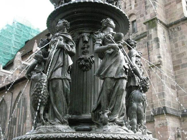 Statues étranges et bizarres
