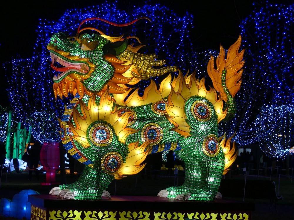 Les Qilins, mi-dragons mi-lions au Festival des lanternes chinoises à Gaillac...