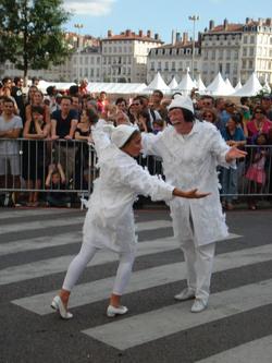 les pointillés biennale de la danse 2010