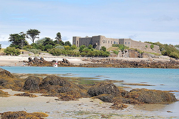 800px-Chausey le fort