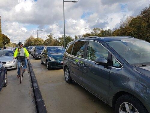 Boulevard de la Woluwe : les voitures garées sur la piste cyclable ont disparu