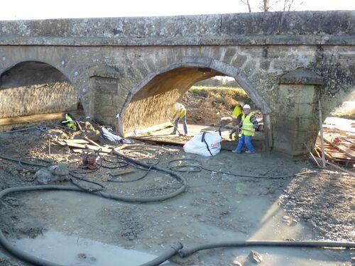 Les ponts remis à neuf à l'entrée du village